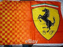 Drapeau FERRARI flag signed SEBASTIAN VETTEL / RAIKKONEN Grand Prix F1 Formule 1
