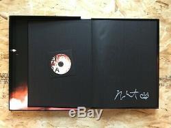 Autographed Kanye West Deluxe Phosphorescent Visite Relié Livre Avec CD & Case