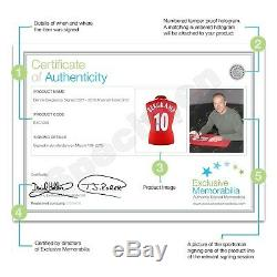 Dennis Bergkamp Signé Arsenal T-shirt. Dans Cadre Deluxe