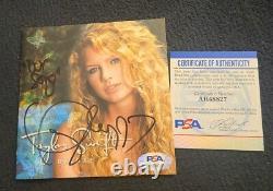 Taylor Swift Signée Taylor Swift CD Couverture De Deluxe Notre Chanson Psa / Adn Auth Ah48827