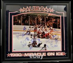 USA 1980 Miracle Sur L'équipe Ice Autographié 16x20 Photo Deluxe Avec Cadre Jsa Coa