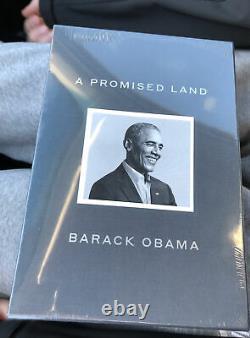 Une Édition Promise Land Deluxe Barack Obama Signé En Main Prêt À Expédier Rapidement